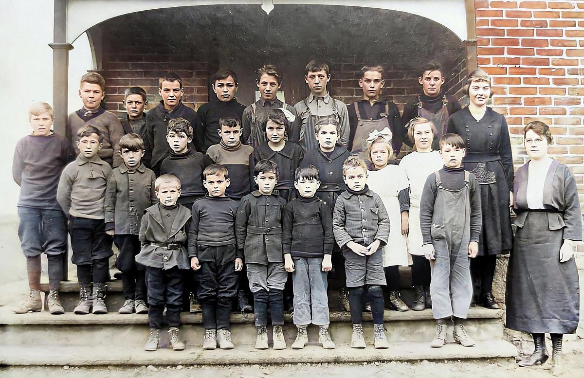 Halls Corner, Class Photo, about 1922
