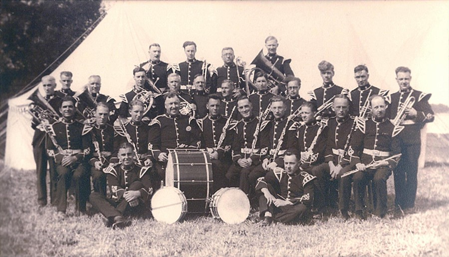 Queen's Rifles Band, 1945