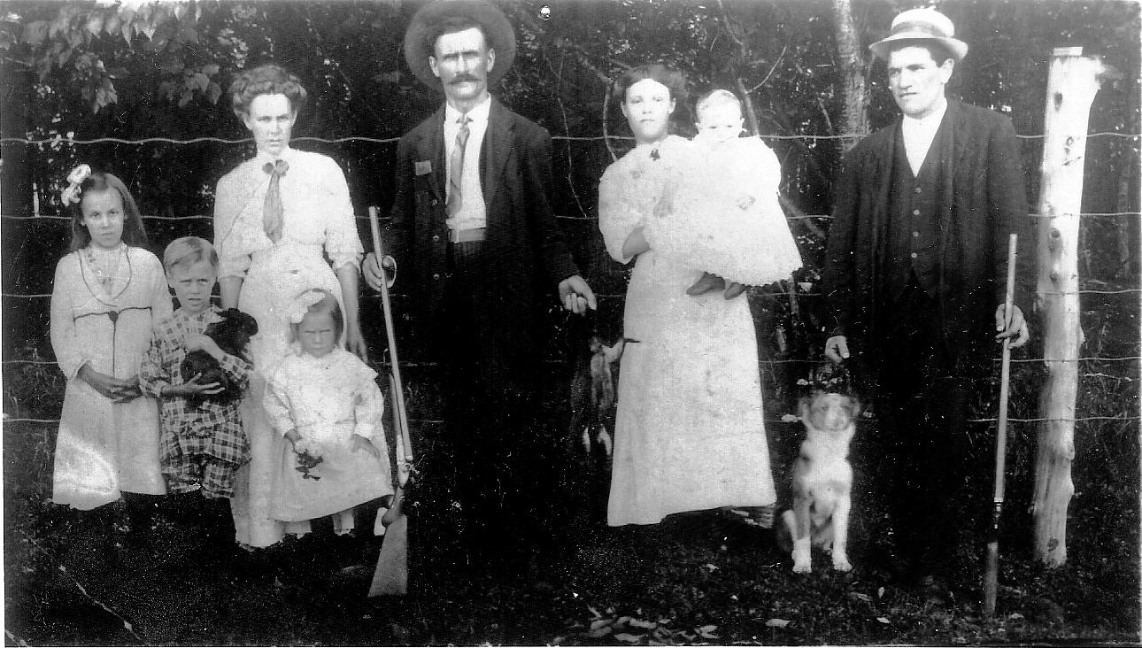 Family of Joe Lapierre & Matilada Derouchie, Monkland, Ont. about 1914.